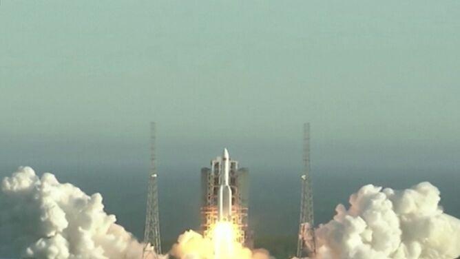Ogromny odłamek chińskiej rakiety spadł w niekontrolowany sposób na Ziemię