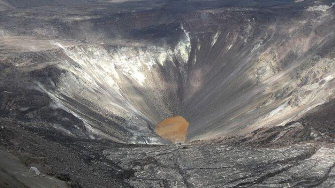 Woda pojawiła się w kraterze wulkanu